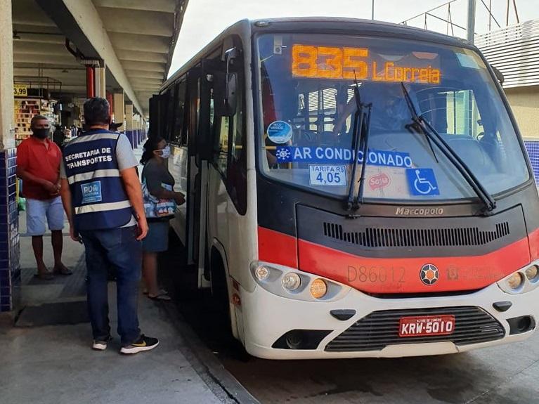 Fiscais flagraram coletivos com lotação e frota reduzida. Foto: Divulgação SMTR / Prefeitura do Rio
